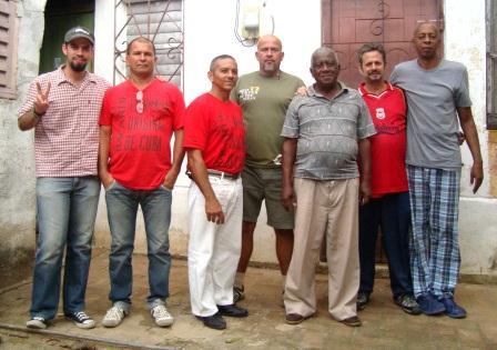 El cronista,segundo de derecha a izquierda, días antes de partir al exilio.