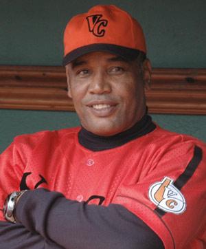 Víctor Mesa, una de las tantas personas que está a favor de insertar a los peloteros en las ligas profesionales.