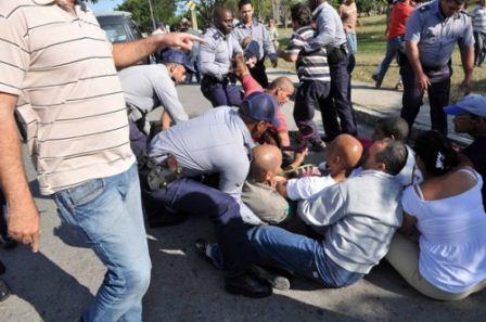 El 28 de enero de 2011 una veintena de opositores pacíficos fueron detenidos, de forma arbitraria, cuando pretendía homenajear a José Martí.
