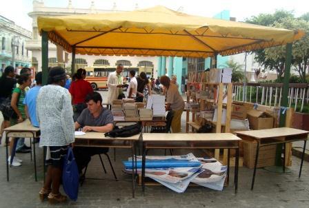 Buena parte de los volúmenes vendidos estos días en Santa Clara, como parte de la 22da edición de la Feria del Libro, no son portadores de la agonía política que amarga al pueblo cubano.