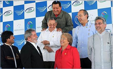 Varios presidentes latinoamericanos junto a Raúl Castro, único mandatario de la región no electo por sufragio universal