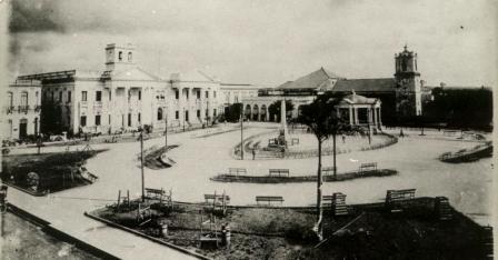 Feli Vista del parque Vidal en 1915, con la Parroquial Mayor al fondo.jpg