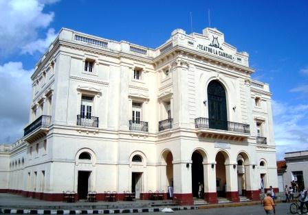 El Teatro La Caridad se erige en el lugar exacto donde existió la antigua Ermita de la Candelaria.
