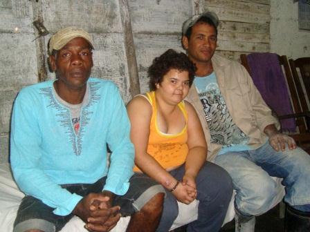 Alianni Rodríguez junto a Mario, izquierda, e Ignacio Blanco ambos del Movimiento Maceístas por la Libertad y la Democracia.