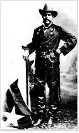 Antonio Maceo luciendo su uniforme.