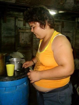 La búsqueda incesante de alimentos es una de las característica de las personas afectadas.