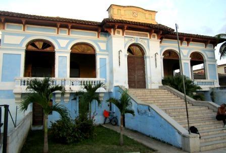 Edificio donde existió por décadas el Villaclara Tenis Club.
